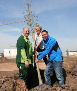 Baumpflanzung mit Susanne Lender-Cassens