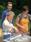 "Eröffnung der Grillstation ""Burger-Meister"" durch Bürgermeisterin Susanne Lender-Cassens"